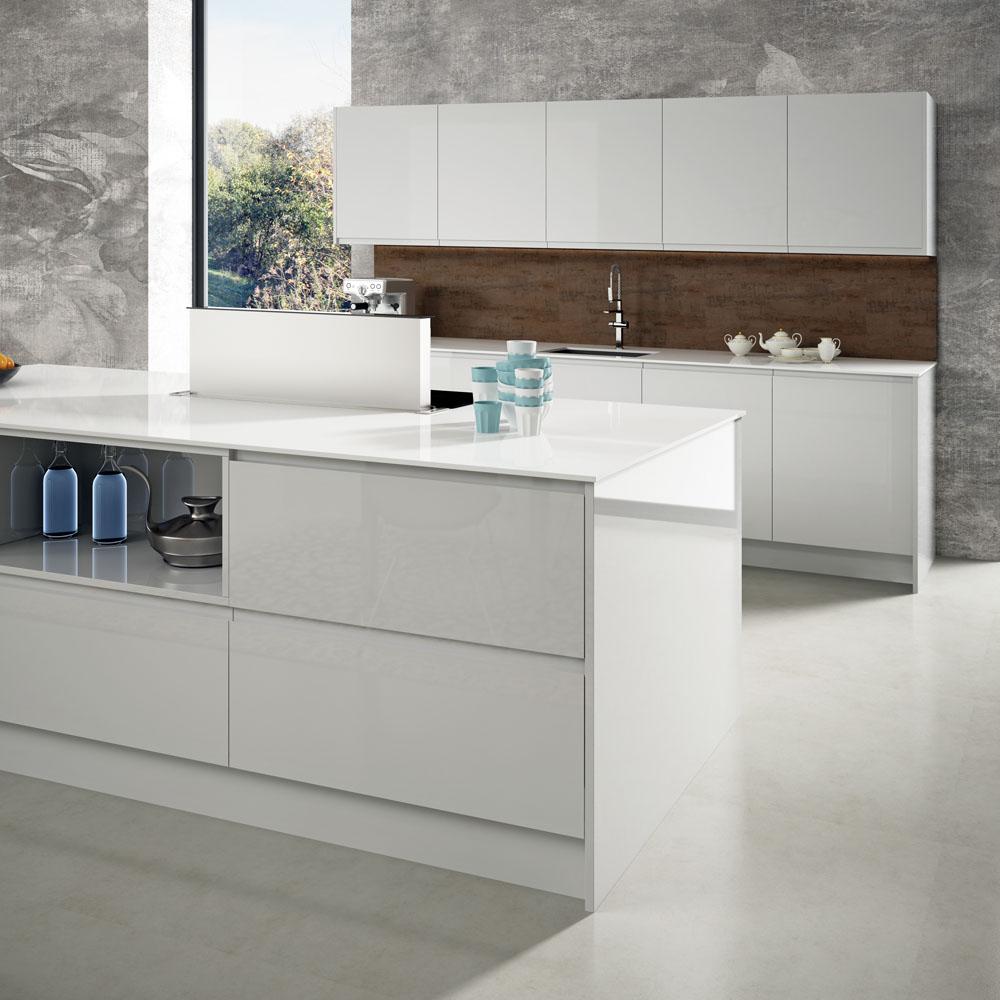 Aprovechar el espacio cocinas de dise o faro by alvic - Cocinas blancas brillo ...
